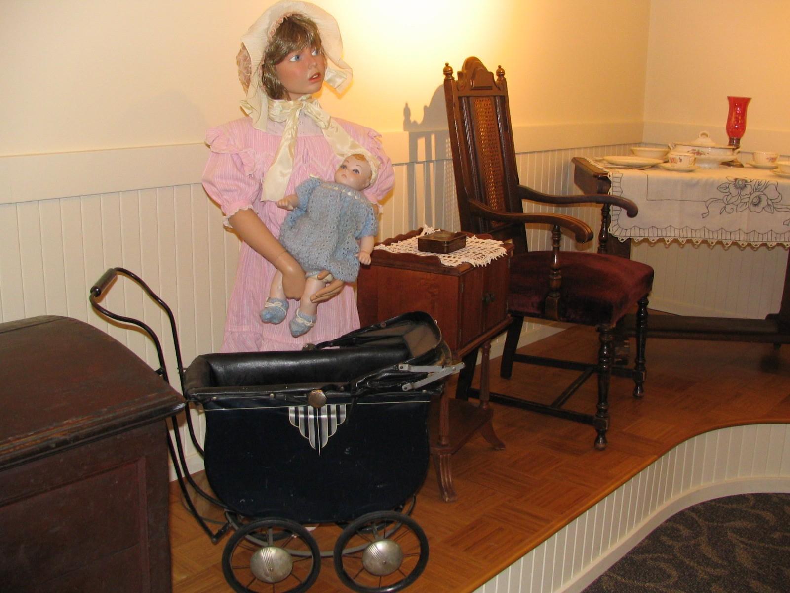 Heritage_Room_Buggies___Pink_Dress.jpg