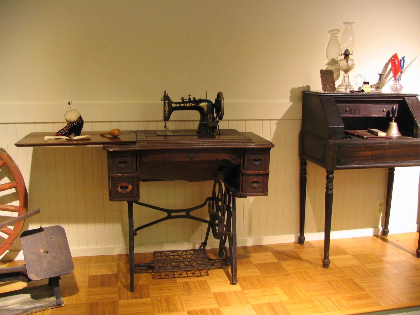 Heritage_Room_Sewing_Machine_and_Desk.jpg