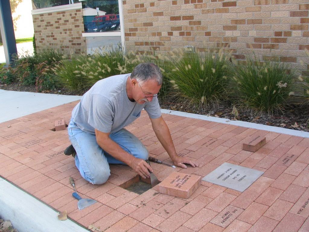 Brick_Installation_Oct_9_06.jpg