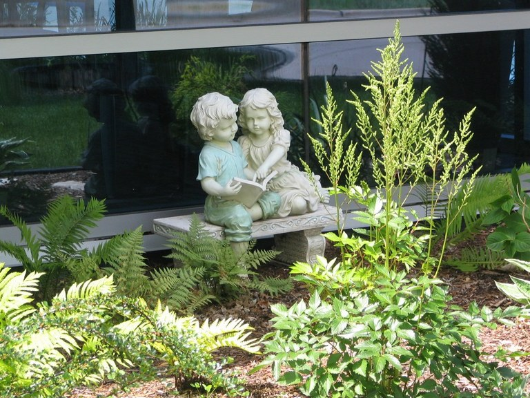 June_1_06_Library_Exterior_Kids_on_Bench_2.jpg
