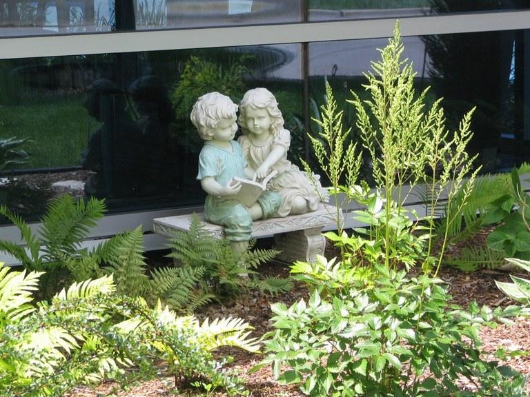 June_1_06_Library_Exterior_Kids_on_Bench_2.jpg
